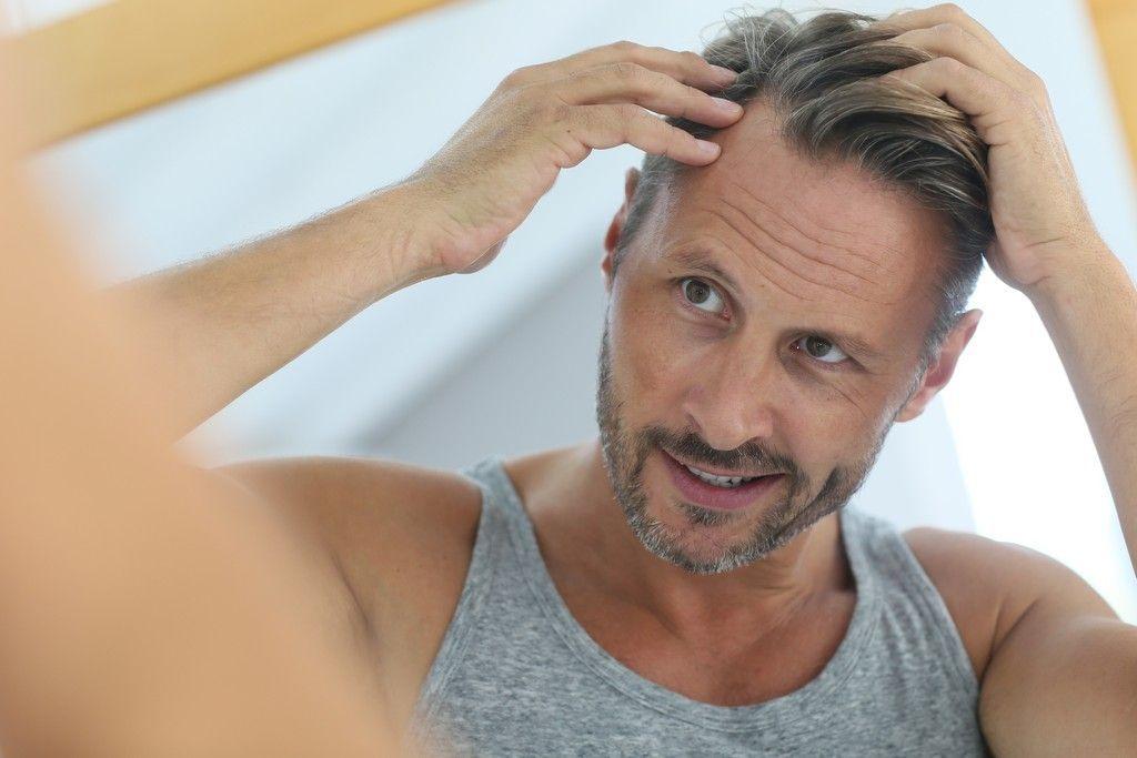 cabello lifting del cuero cabelludo