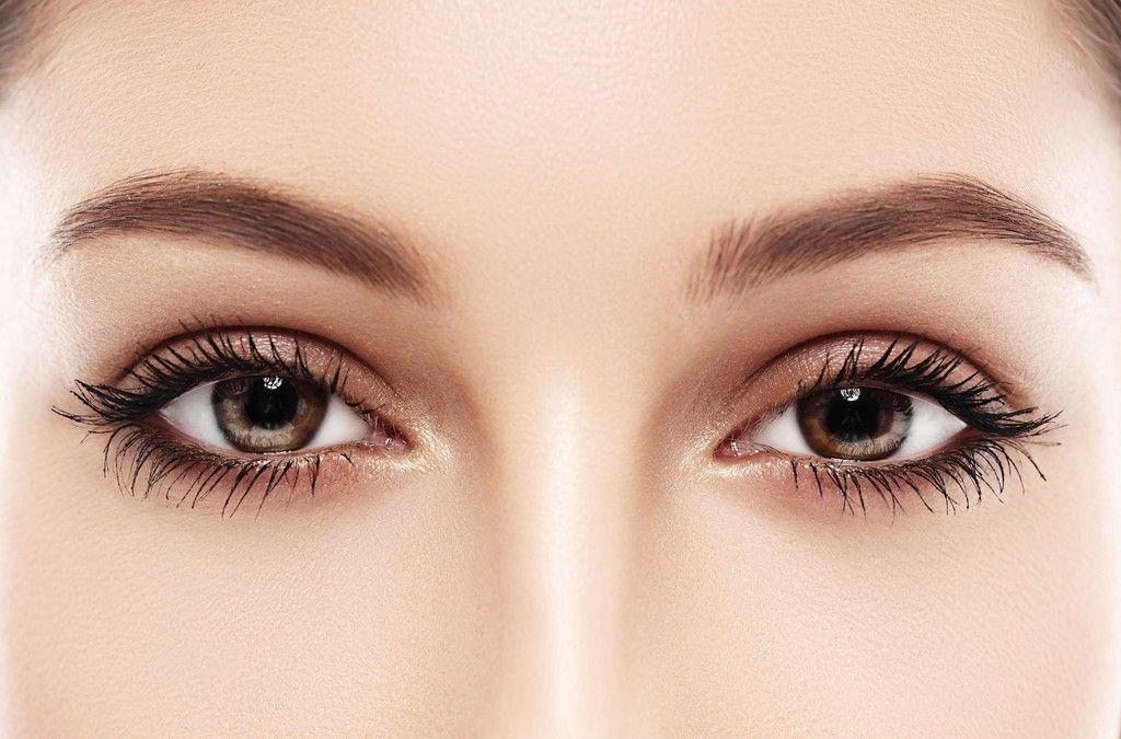 Elevación de cejas con hilos tensores