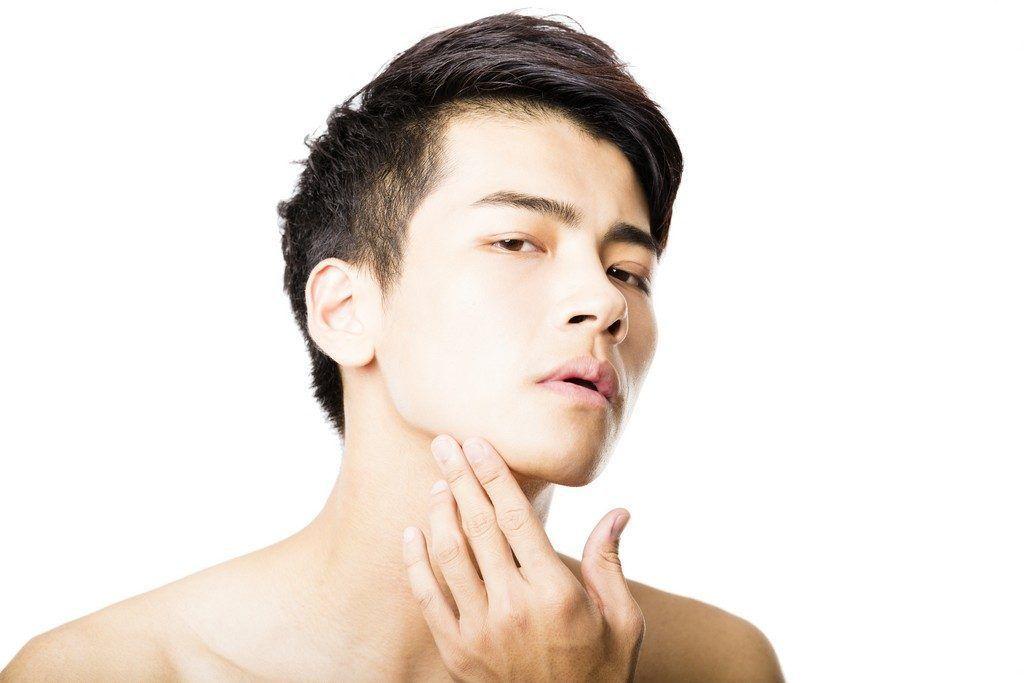 Augment de mentó i mandíbula amb pròtesi