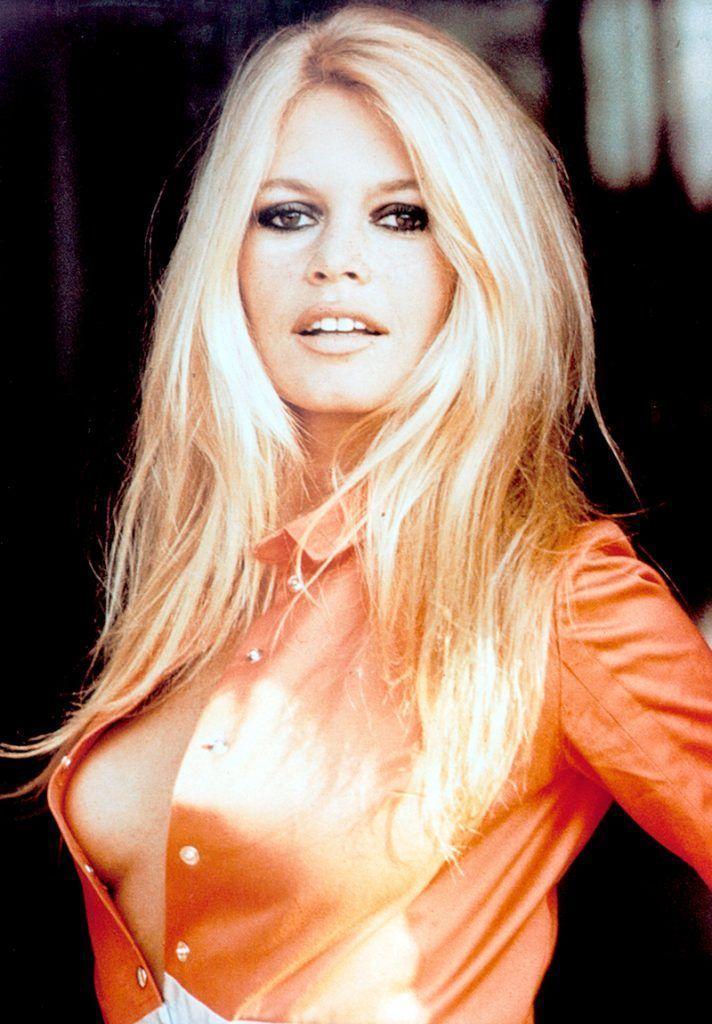 Brigitte Bardot, article cirurgia pit entre les espanyoles.